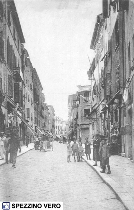the first stretch of Via Prione, La Spezia, in 1917, looking very similar to today